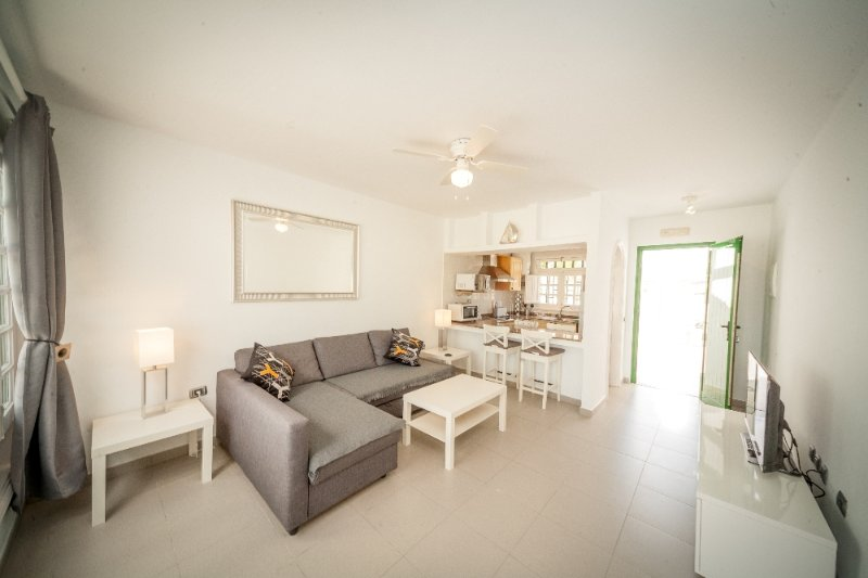 Lounge: L shaped sofa bed,wall mounted smart TV,Wifi,stereo system,Dvd,ceiling fan.