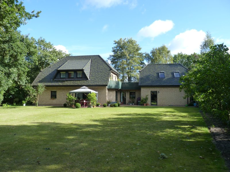 House next to the wood in Zingst - Apartment combo on the 1st floor and attic of the main building (garden view)