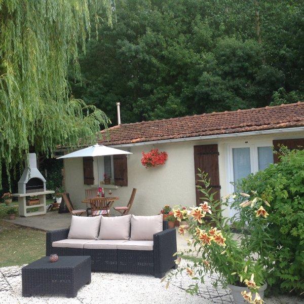 Jacinthe Des Bois 2 bedroom cottage, vacation rental in Taillebourg