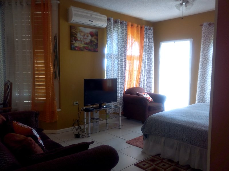 Cozy get away tucked in ocho Rios hillside.