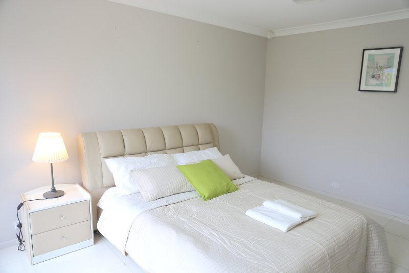 No.1 Cozy Triple Room With Shared Bathroom, casa vacanza a Casula