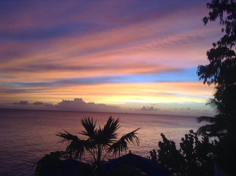 tramonto spettacolare azzurri dell'oceano catturati dai visitatori. Wow fantastico!