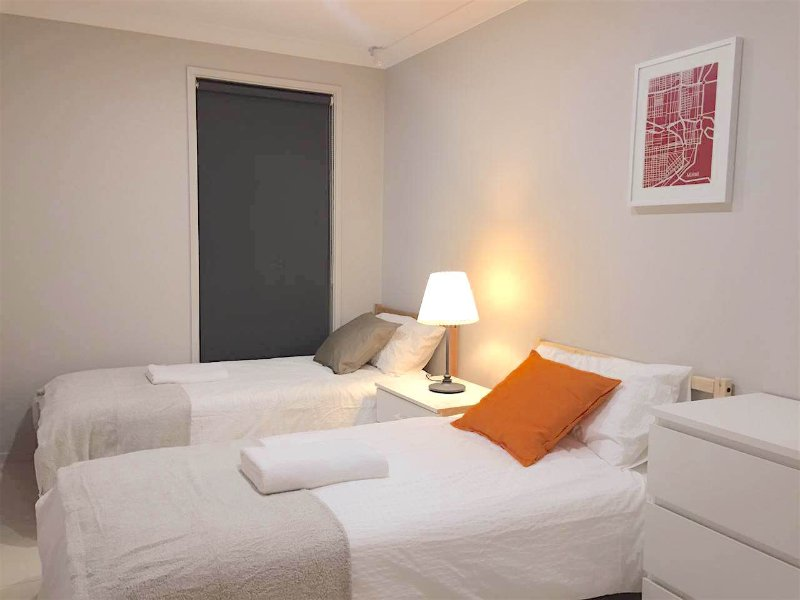 No.3 Delicate Double Room With Shared Bathroom, casa vacanza a Casula
