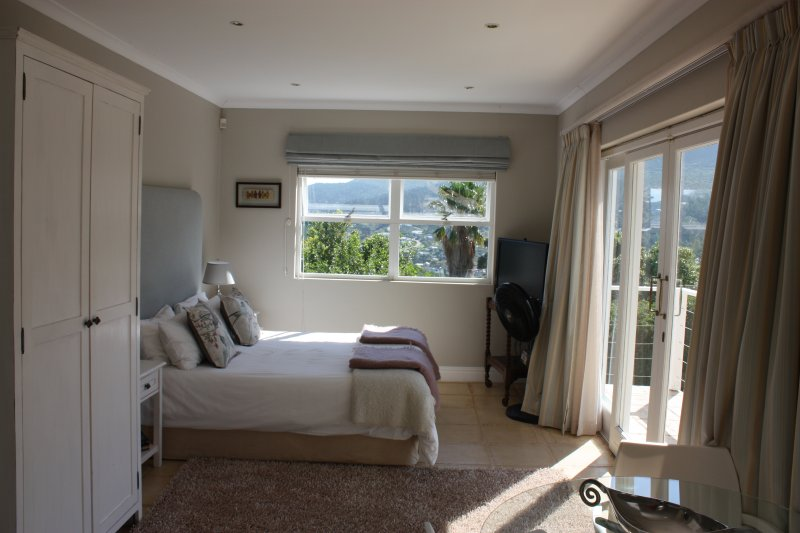 Beautiful mountain-side apartment, vacation rental in Hout Bay
