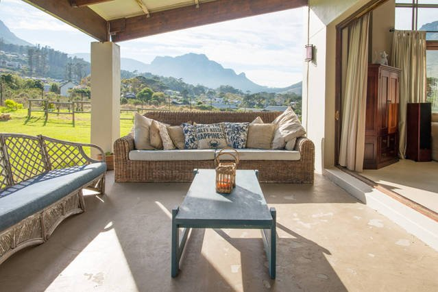Large family home in top security estate, holiday rental in Hout Bay
