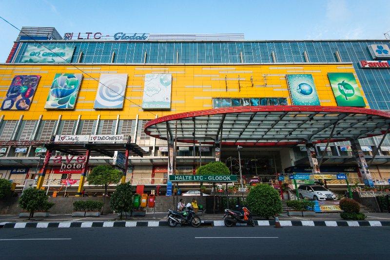 LTC - Lindesteves centro comercial, es de 1 minuto al otro lado de la carretera principal.