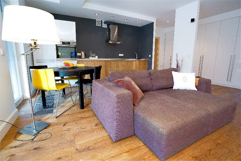 Deluxe 1 BR Apartment - Central with Balcony, casa vacanza a Paberze