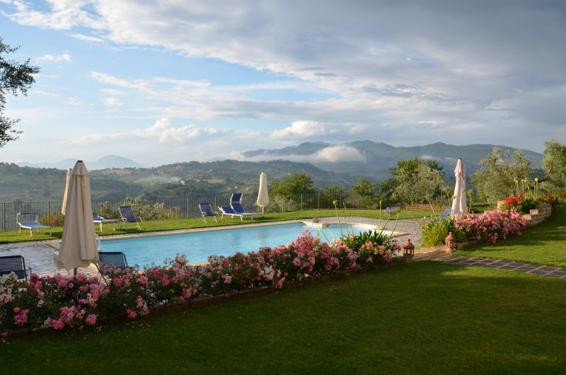 Villa Collebelvedere - Maisonette with terrace and swimmingpool, vacation rental in Province of Rieti