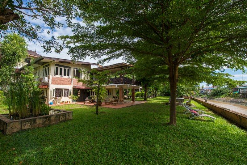 La casa y el jardín cercano al río Choa Praya