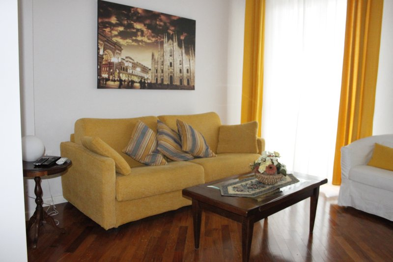 MIWEST HOME -  METRO ROSSA - SAN SIRO AREA, holiday rental in Buccinasco
