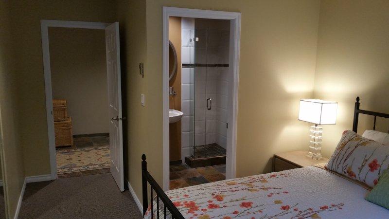 Master camera da letto ha un bagno privato completo