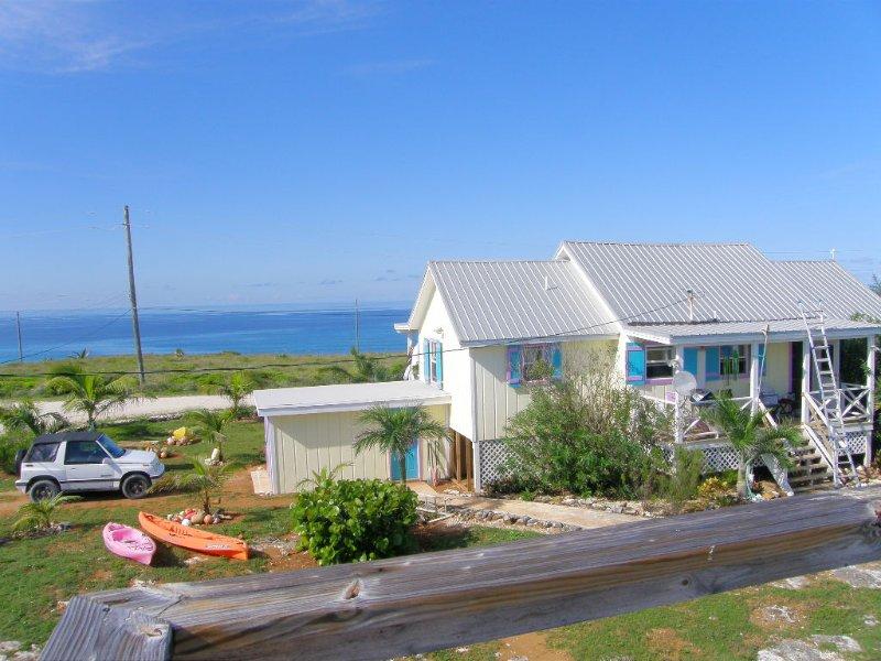 Ein Blick auf die Rückseite des Hauses, vor den Atlantischen Ozean zu sehen