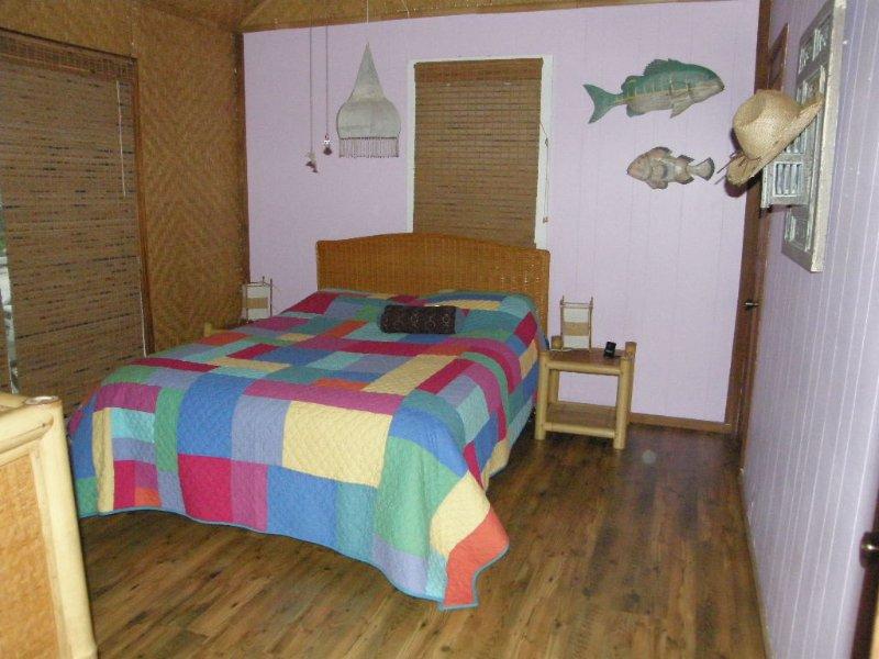 Andere Schlafzimmer hat auch Vollbad mit Wanne.