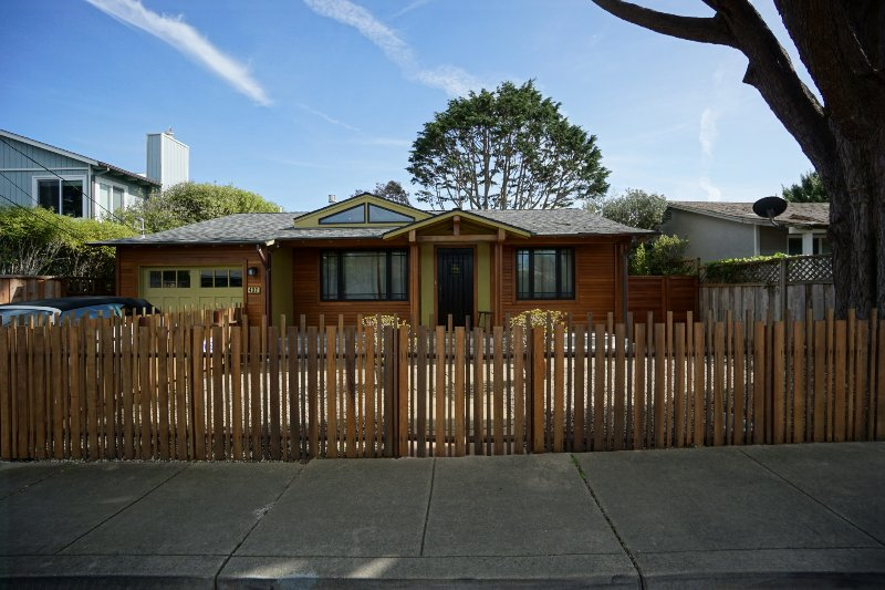 Short Term Furnished Modern Stylish Beach Retreat, holiday rental in Moss Beach