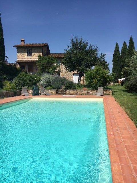 appartamento in casa colonica con piscina privata, holiday rental in Tavarnuzze