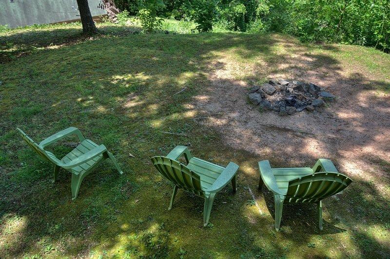 Chair,Furniture,Bench,Park Bench,Field