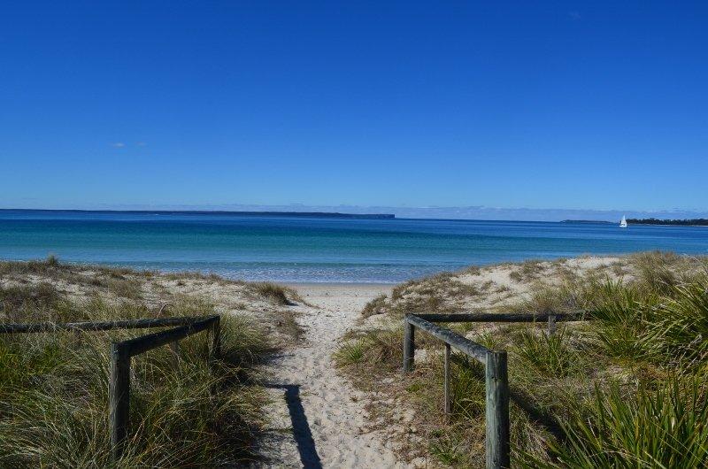 bara några steg till vackra Collingwood Beach Jervis Bay med sin vita sand och kristallklart vatten