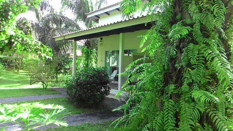 Aathid Garden Khao Lak, vacation rental in Khao Lak