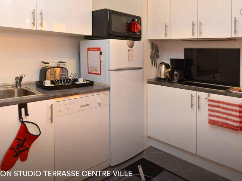 Studio coin nuit avec terrasse 10m2, vacation rental in Menton