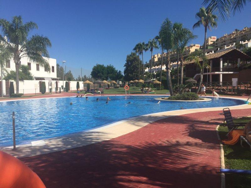 FABULOUS 2 BEDROOM APARTMENT IN THE BEAUTIFUL TOWN OF LA CALA ON COSTA DEL SOL, holiday rental in La Cala de Mijas