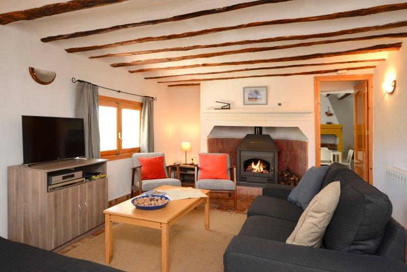 Sala de estar com fogão a lenha