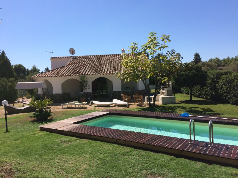 Villa Aloe Sardinian retreat, pool, wide and quiet garden 5 minutes driving from amazing beaches