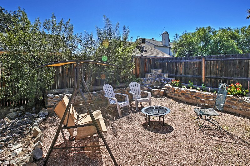 Dog-Friendly Tucson Home w/Private Patio & Hot Tub, holiday rental in Tucson