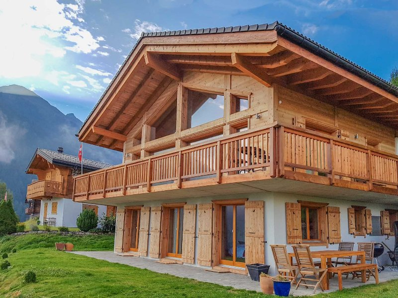 Beautiful 5 Bedroom Chalet in the heart of 4 Vallees
