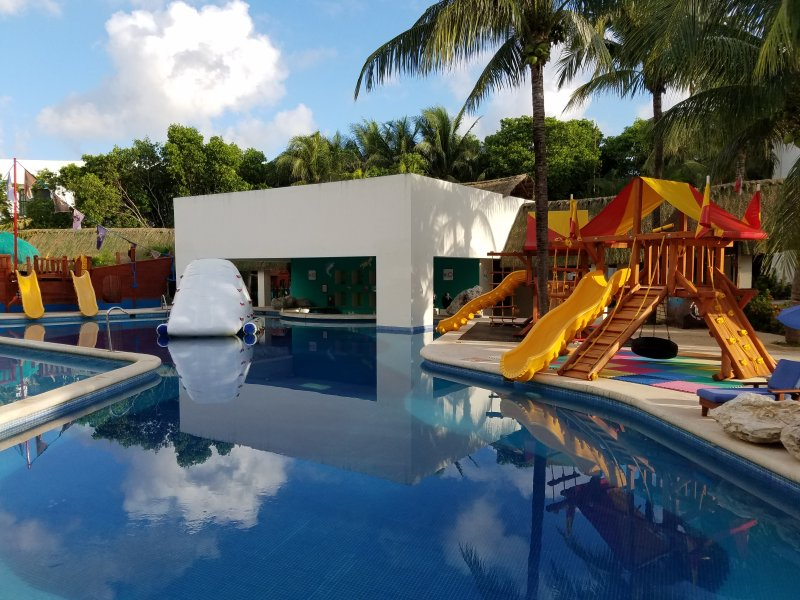 The Grand Lifestyle at Grand Oasis Tulum, holiday rental in Puerto Juarez