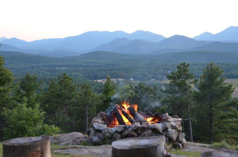 Evening bon-fogo definido disponível para todos os convidados cottage-tempo, dependendo