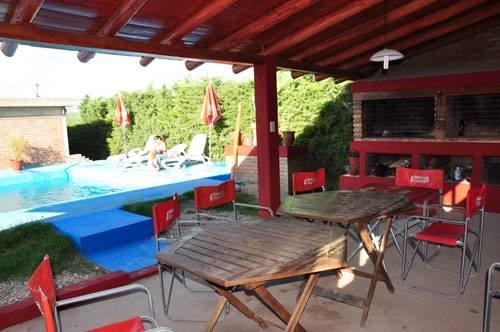 Alquiler temporario de departamentos con piscina for Vacaciones en villas con piscina