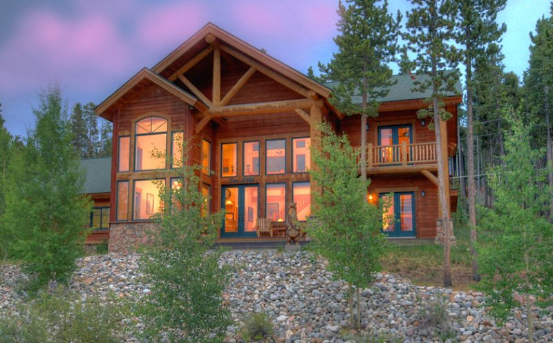Enjoy Picturesque View and Being Close to Town and Slopes-Private Hot Tub, location de vacances à Breckenridge