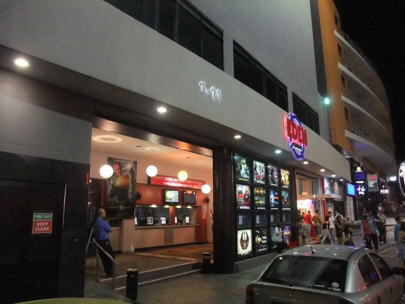 Eden Cinemas and Baystreet Complex nearby as well other nightclubs & restaurants walking distance