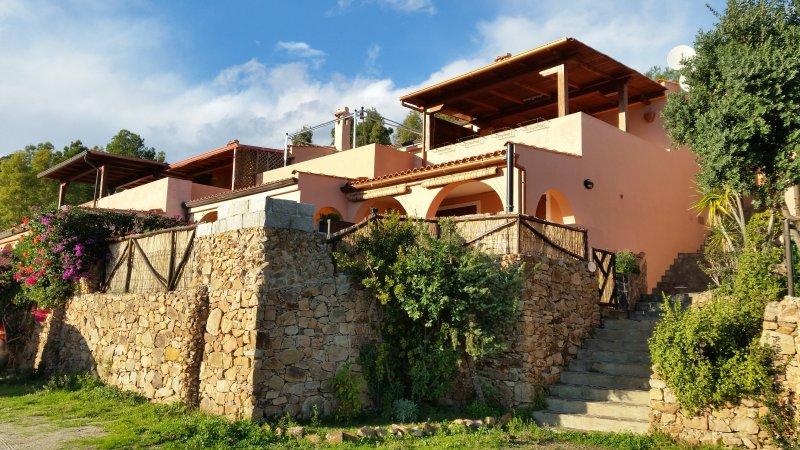 VILLA EDEN A SOLI 900 MT DALLA BELLISSIMA SPIAGGIA, vakantiewoning in Pula