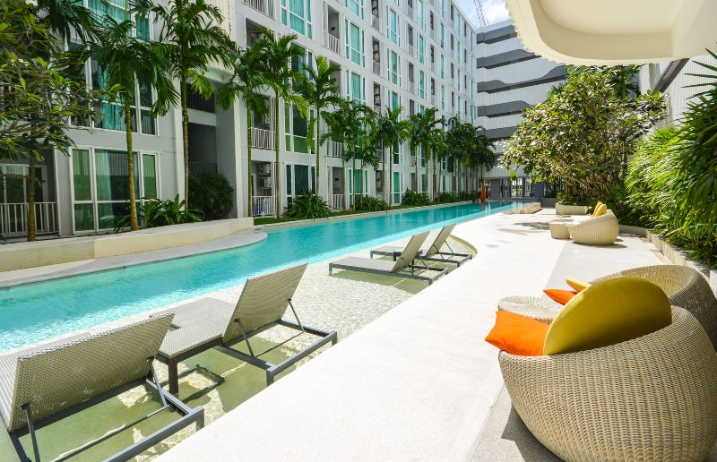 Cozy stay near shopping center w / high speed wifi, gym & stunning pool, holiday rental in Phuket Town
