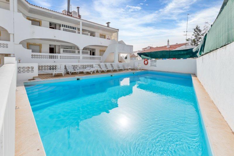2 Bedroom Flat, Private Pool, location de vacances à Carvoeiro