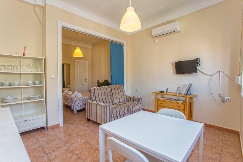 Apartamento con cama de matrimonio, centro histórico, holiday rental in Torre Melgarejo