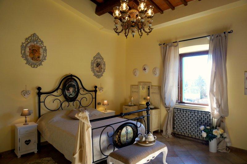Casa Bella Vista - historic apartment in Medieval village + garden near Pisa, casa vacanza a Bientina