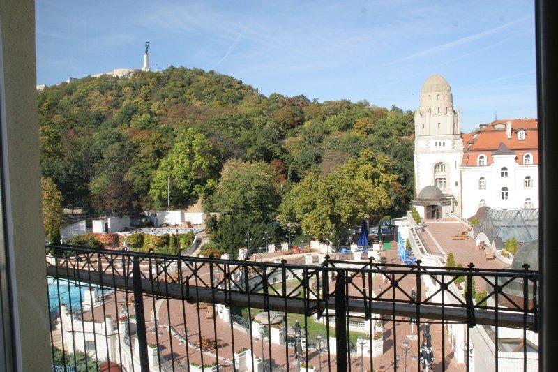 Vue sur la montagne depuis le balcon