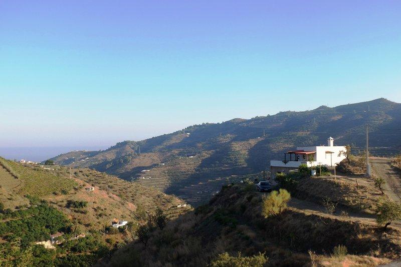 Aunque en la fotografía no se aprecie por la bruma,en el horizonte está el  maravilloso Mediterraneo