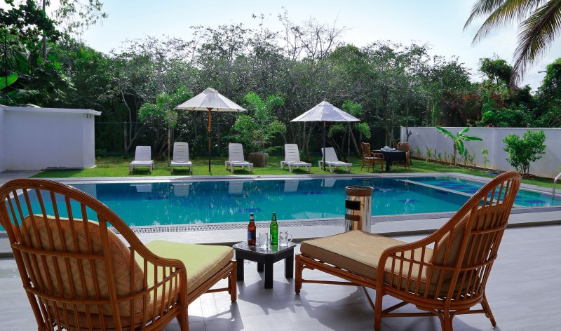 Nature Villa 6 BR Private Holiday Home with Pool, vacation rental in Hikkaduwa