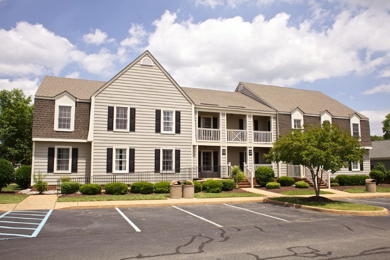 Close to Colonial Williamsburg 1 bedroom w/ free parking, outdoor & indoor pools, vacation rental in Williamsburg