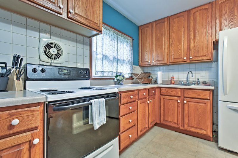 The full kitchen has everything you need to prepare delicious meals!