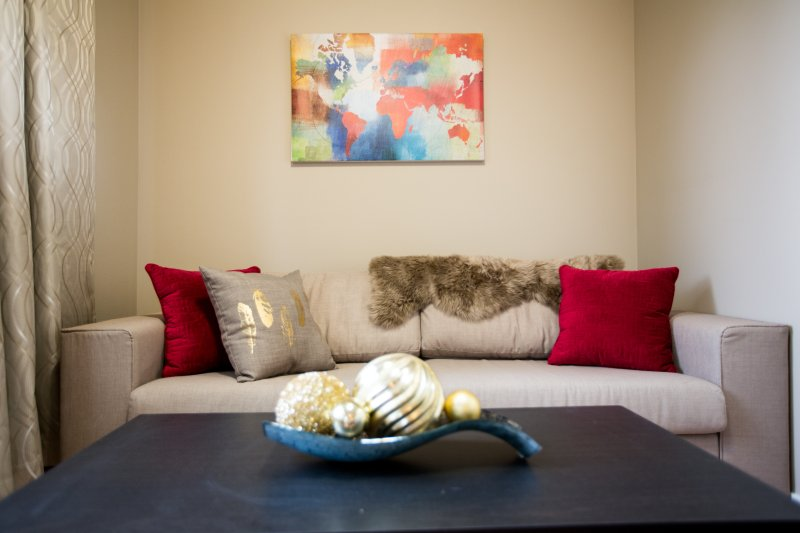 Fabulous 3BR 10mins to Airport & DT (Sleeps 6), holiday rental in Airdrie