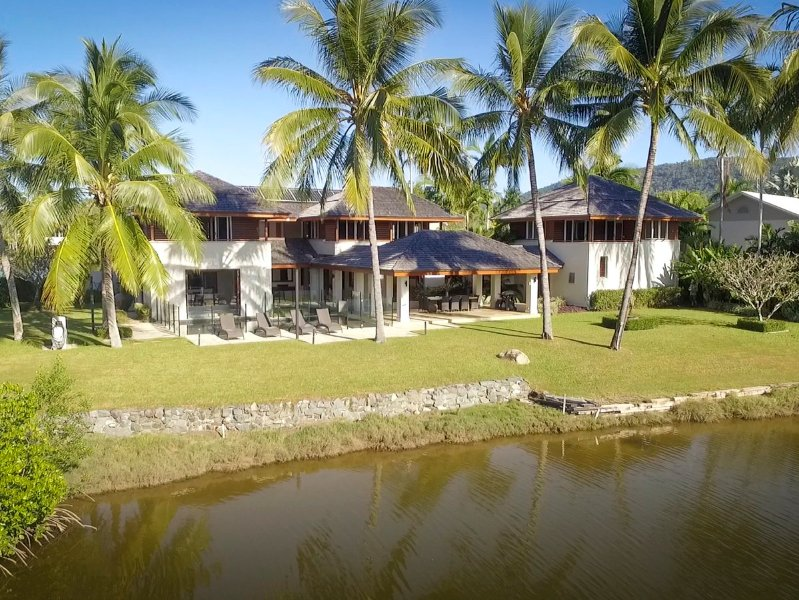 22 Ruby Close - 5 Bedroom Home on the Lake, holiday rental in Julatten
