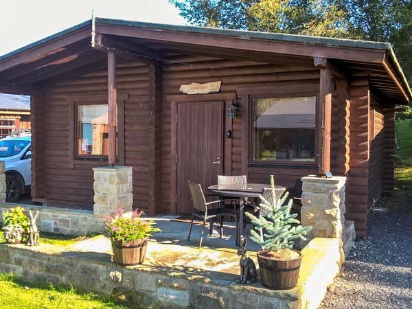 HARBOTTLE LODGE, wooden chalet, decked veranda, footpaths and cycle paths from, Ferienwohnung in Newton on the Moor