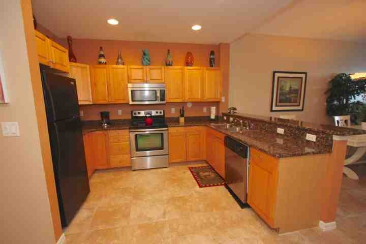 Fully Equipped Kitchen with Granite Counter Tops/Stainless Steel Appliances-Perfect for Large and Small Meals