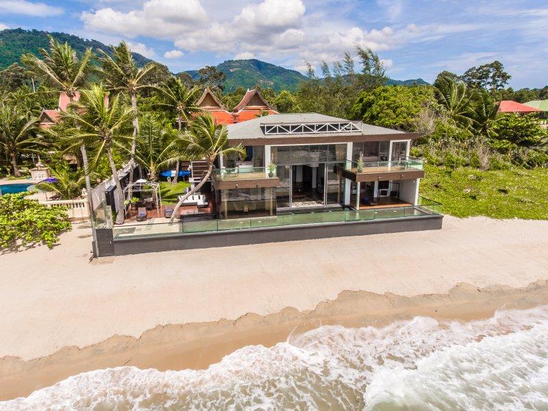 Villa U: 5* Beach-front  Villa with Infinity Pool, location de vacances à Lipa Noi
