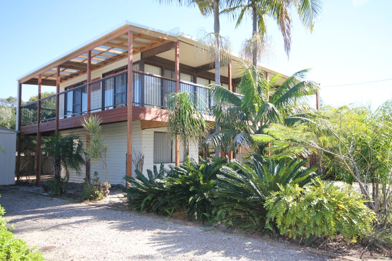 OXLEYHOUSE - 4 Oxley St LC, holiday rental in Lake Cathie