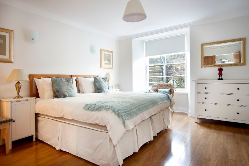 Ensuite bedroom with super king bed which can be split into singles.